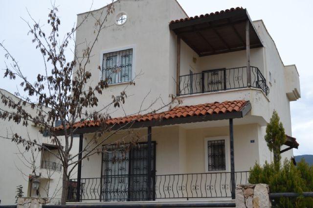 Didim Akbükte Satılık Site İçerisinde 3+1 Müstakil Villa Full Eşyalı Havuzlu