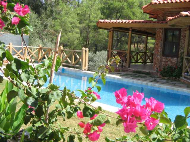 Villa Zümrüt Dışarıdan Görünmeyen Özel Havuzlu Kiralık Yazlık Villa