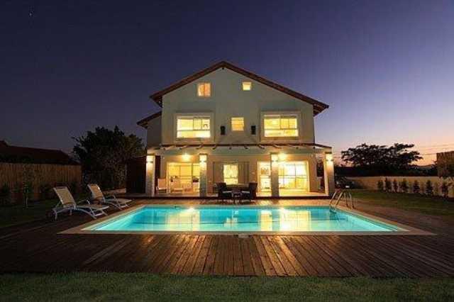 İzmir Çeşmede Kiralık Havuzlu Lüks Villa