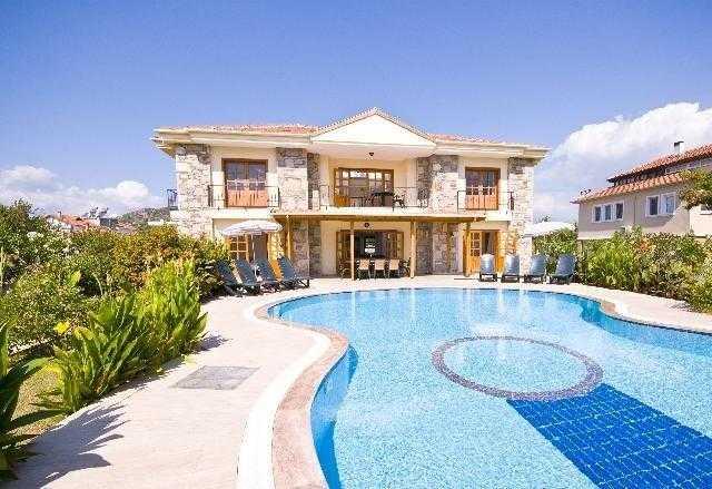 Çeşme 'de Müstakil Ve Özel Havuzlu Kiralık Villa