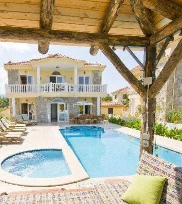 İzmir Çeşmede Özel Havuzlu Haftalık Kiralık Lüks Villa