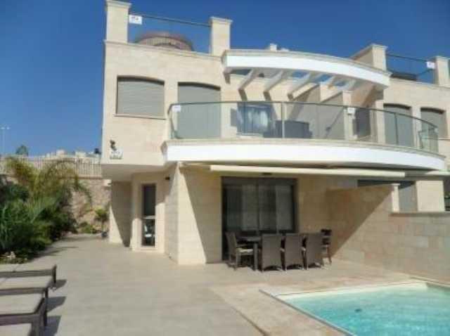 Antalya Konyaaltıda Muhafazakar Ailelere Uygun Havuzlu Villa