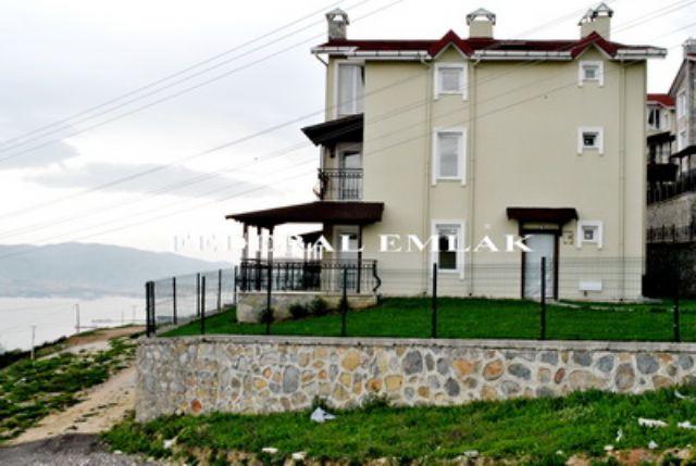 Federalden Kocaeli İzmit Kuruçeşmede Satılık Tripleks Villa