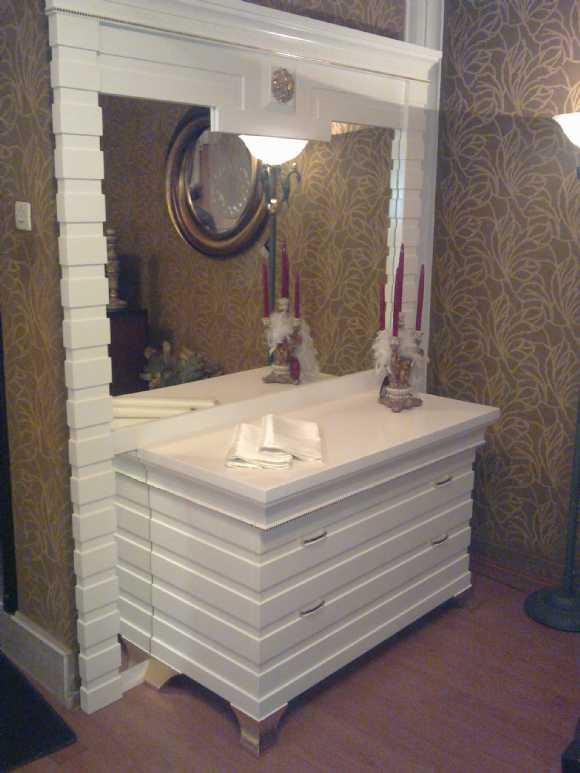 beyaz yatak odası, desenli, modern yatak, ahşap,