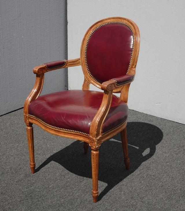 Dekoratif Çivili Vıntage Tekli Koltuk Bordo Renk Hakiki Deri Döşemeli Sandalye Klasik Berjer Fransız