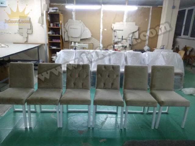 Modern Düz Kapitoneli Sandalyeler